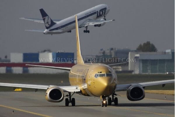 Two LOT Boeings at EPWA airport.